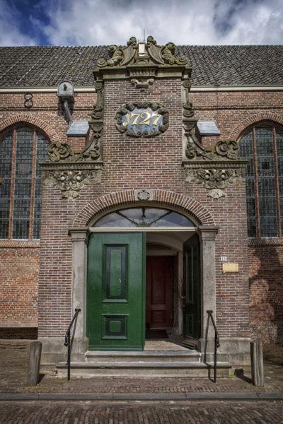 Het Zuidportaal van de Broeker Kerk