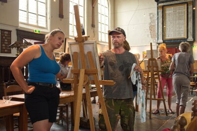 Koeien schilderen in de Broeker Kerk